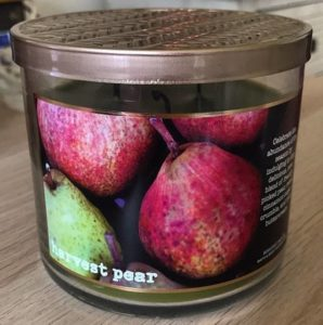 Bath-Body-Works-Harvest-Pear-Scented-Candle-Review-3