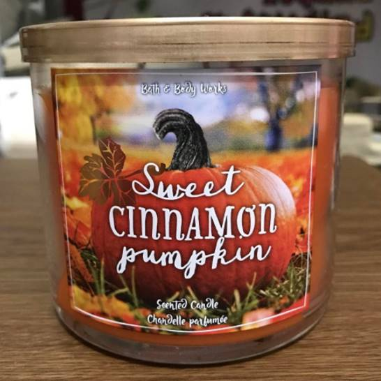 Bath-Body-Works-Sweet-Cinnamon-Pumpkin-Scented-Candle-Review-Photo1