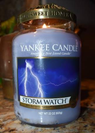 Yankee-Storm-Watch-Scented-Candle-Review-3