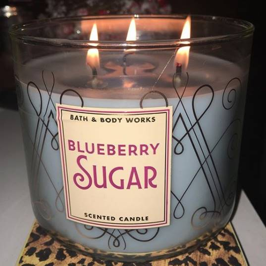 Bath-Body-Works-Blueberry-Sugar-Scented-Candle-Review-7