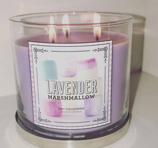 Bath-Body-Works-Lavender-Vanilla-Scented-Candle-Review-3
