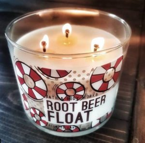 Bath-Body-Works-Root-Beer-Float-Scented-Candle-Review-4