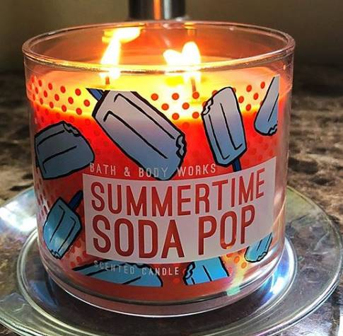 Bath-Body-Works-Summertime-Soda-Pop-Scented-Candle-Review-4